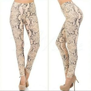 🐍Super soft snakeskin leggings
